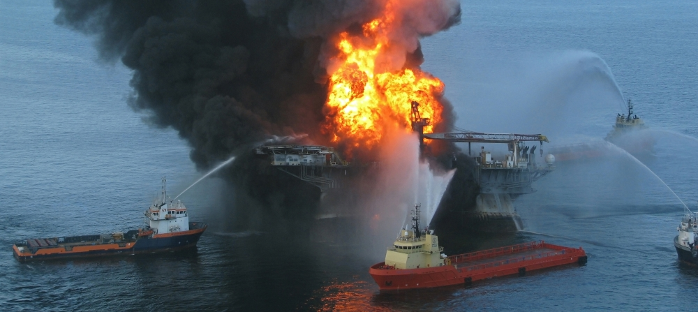 Fire at oil rig